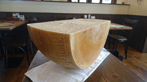 写真7 パルミジャーのチーズ